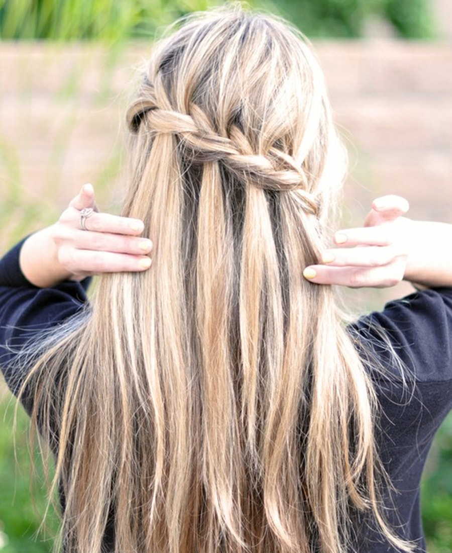 how_to_do_a_waterfall_braid-min